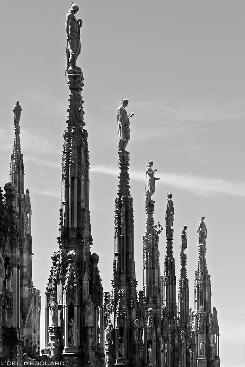 Sculptures statues sur les flèches de la Cathédrale du Duomo de Milan - Architecture Gothique - Duomo di Milano © L'Oeil d'Édouard - Tous droits réservés