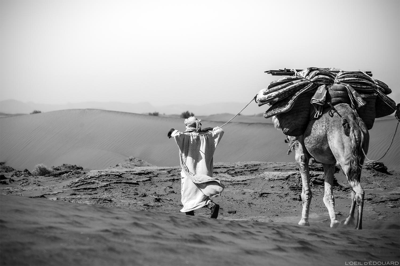 Nomade sahraoui dans le désert du Maroc © L\'Oeil d\'Édouard - Tous droits réservés