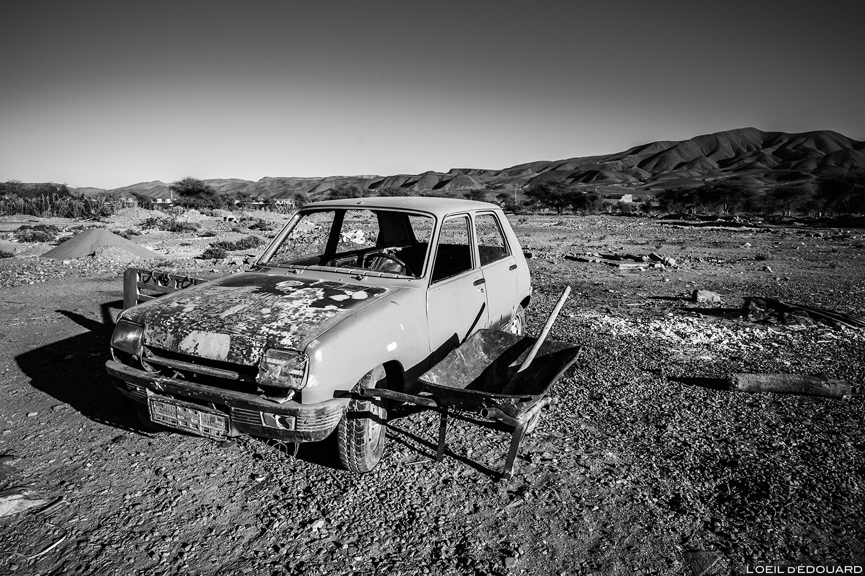 Voiture abandonnée dans la ville de Agdz, Vallée du Draâ, Maroc © L'Oeil d'Édouard - Tous droits réservés