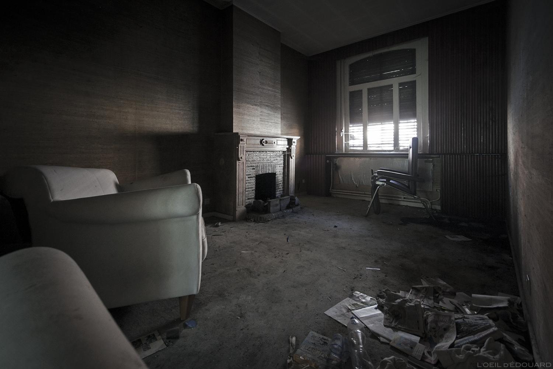 Urbex - Intérieur d'une maison abandonnée de Doel, Belgique © L'Oeil d'Édouard - Tous droits réservés