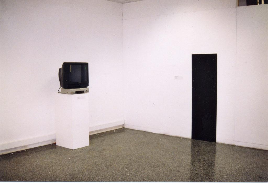tableau-minute (2001) installation (diptyque vidéo / photo)
